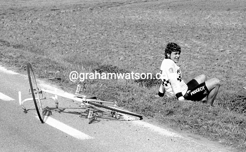 SEAN YATES AFTER A CRASH IN THE 1983 GHENT WEVELGEM