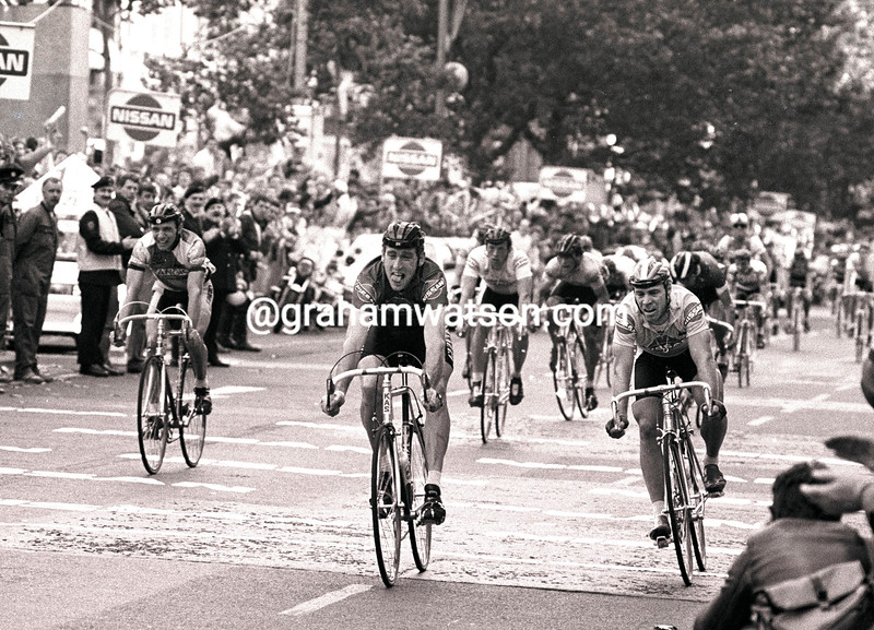 Sean Kelly outsprints Steve Bauer in a stage of the 1986 Tour of Ireland