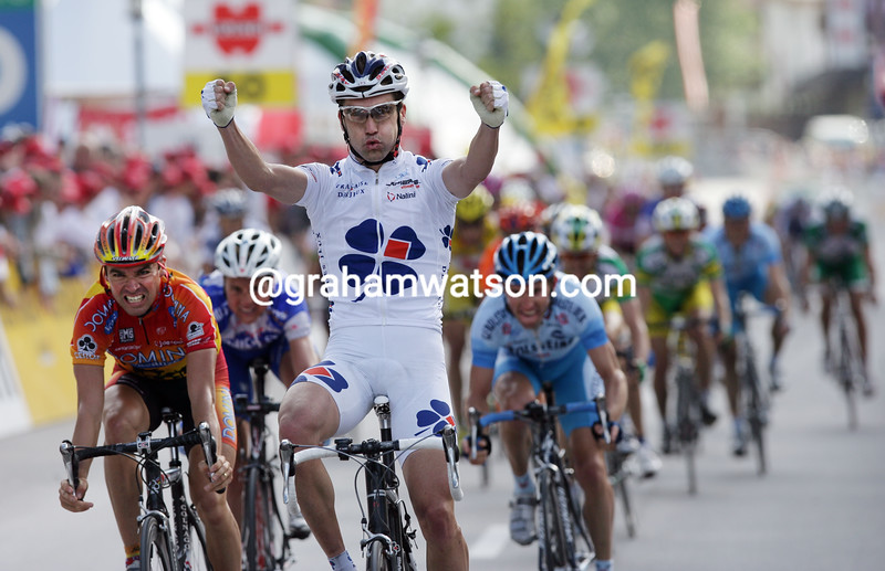 Bradley McGee wins a stage in the 2005 Tour de Suisse