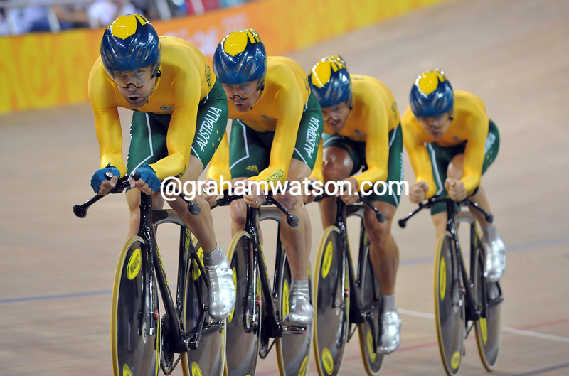 AUSTRALIA IN THE TEAM PUSRUIT AT THE 2008 OLYMPIC GAMES