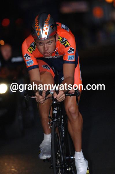 Brett Lancaster wins the prologue of the 2003 Giro d'Italia
