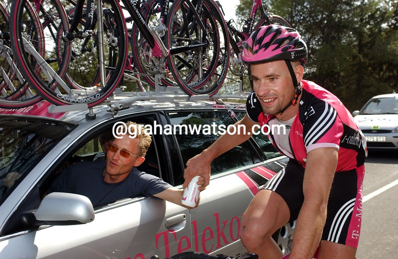 STEFAN SCHUMACHER AND BRIAN HOLM IN THE 2003 PARIS-NICE