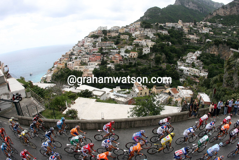 THE GIRO PASSES AMALFI ON STAGE FOUR OF THE 2007 GIRO D'ITALIA