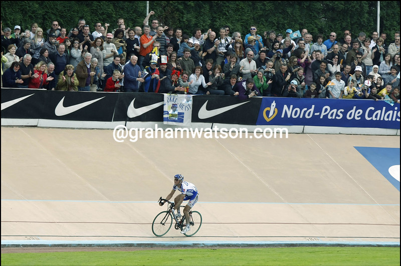 TOM BOONEN LEADS AN ESCAPE IN THE 2009 PARIS-ROUBAIX