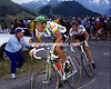 FABIO PARRA LEADS GERT-JAN THEUNISSE AT ALPE D'HUEZ IN 1988