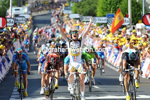 MARK CAVENDISH WINS STAGE FIVE OF THE 2010 TOUR DE FRANCE