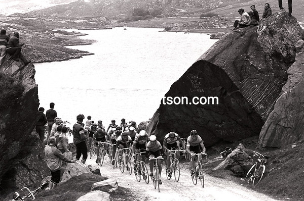 SEAN KELLY LEADS THE NISSAN CLASSIC UP THE GAP OF DUNLOE
