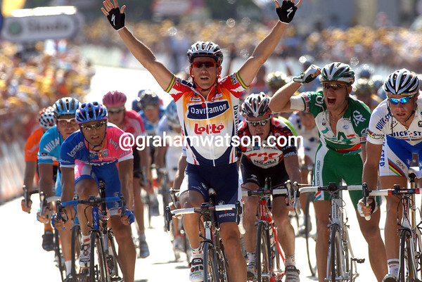 ROBBIE MCEWEN WINS STAGE TWO OF THE 2006 TOUR DE FRANCE INTO ESCH-SUR-ALZETTE