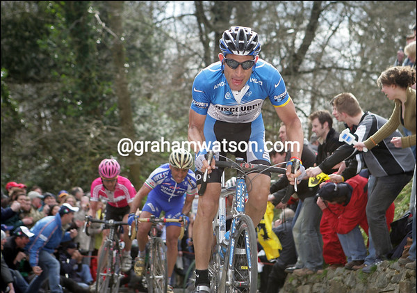 GEORGE HINCAPIE CLIMBS THE MUR DE GRAMMONT, AHEAD OF PAOLO BETTINI, IN THE 2006 TOUR OF FLANDERS
