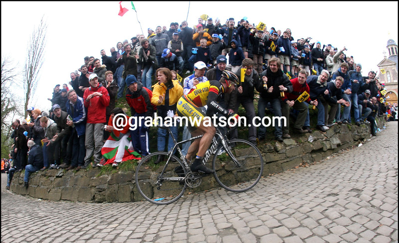 STIJN DEVOLDER ATTACKS IN THE 2008 TOUR OF FLANDERS