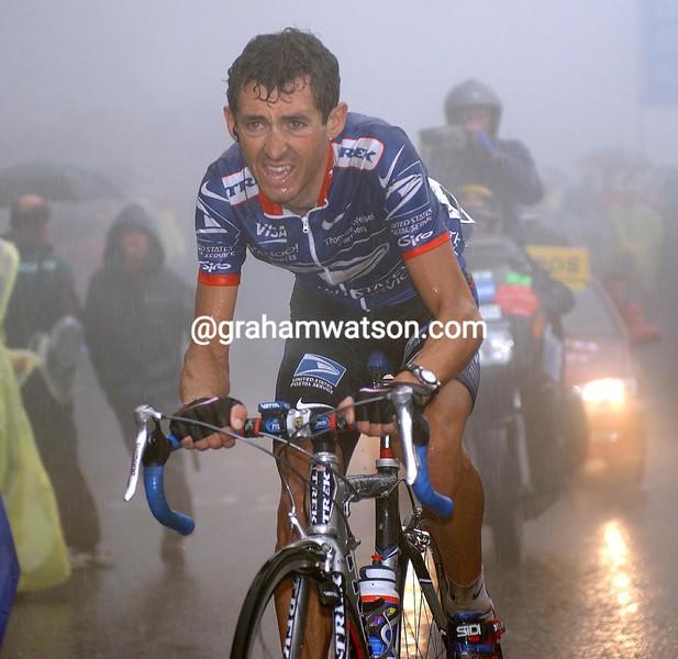 ROBERTO HERAS CLIMBS THE ANGLIRU IN THE 2004 TOUR OF SPAIN