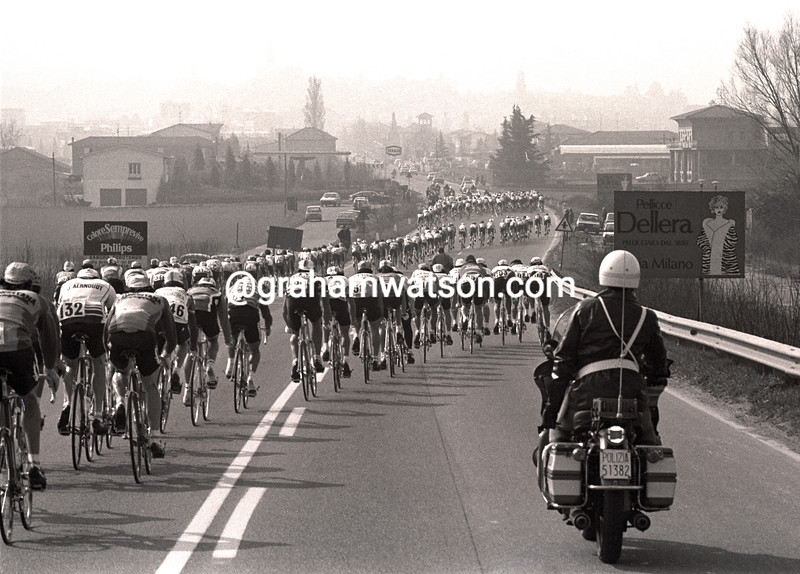 WIND BREAKS THE PELOTON IN MILAN SAN REMO