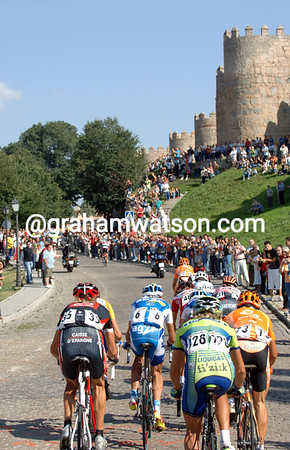 THE PELOTON ENTERS AVILA ON STAGE EIGHTEEN OF THE 2007 TOUR OF SPAIN