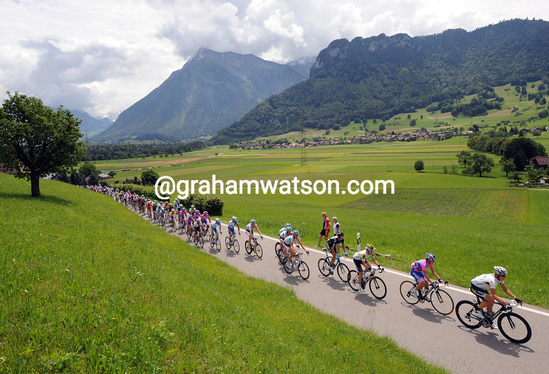 THE PELOTON ON STAGE FOUR OF THE 2011 TOUR DE SUISSE