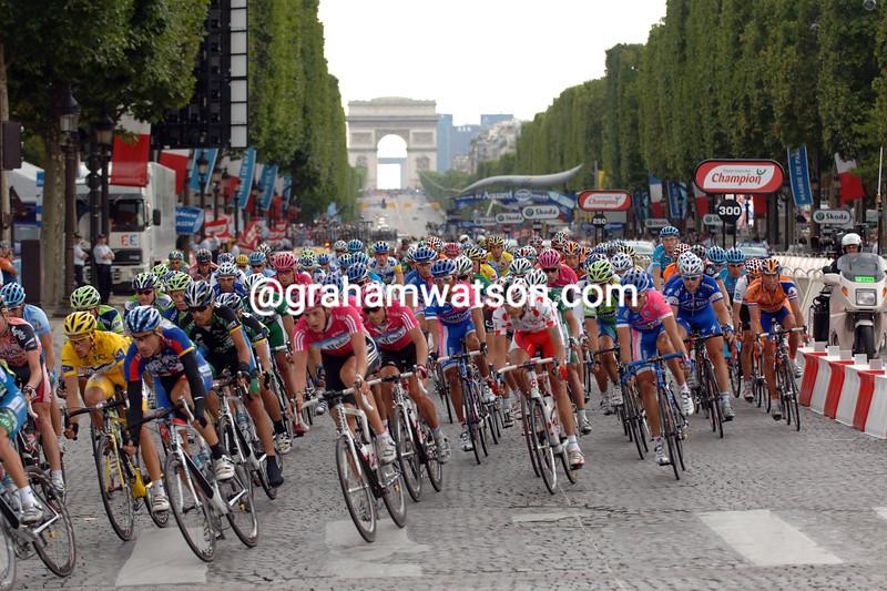 THE PELOTON ENTERS PARIS ON STAGE TWENTY OF THE 2007 TOUR DE FRANCE
