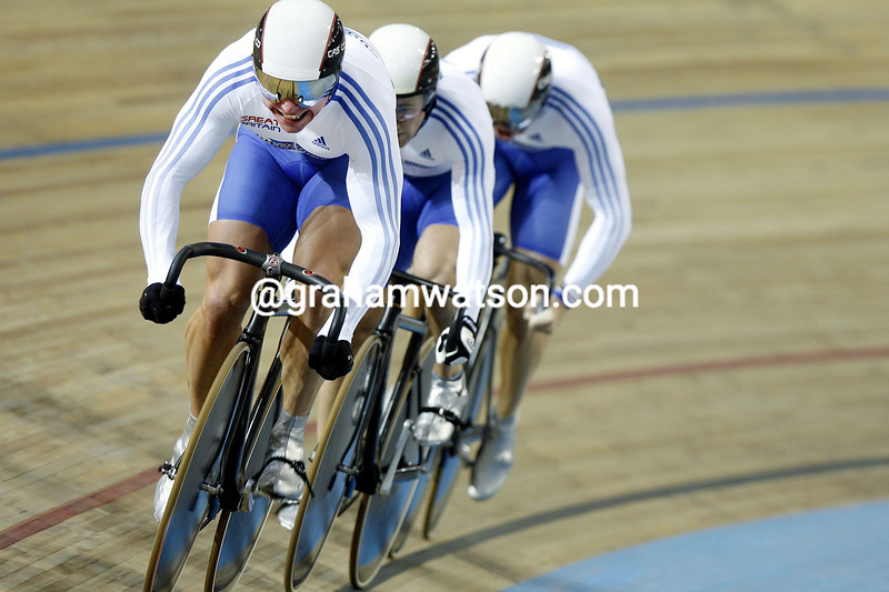 CHRIS HOY LEADS THE GREAT BRITAIN TEAM IN THE 2007 MENS TEAM SPRINT CHAMPIONSHIP