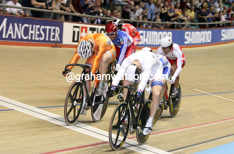 CHRIS HOY AND TEUN MULDER IN THE KIERIN COMPETITION
