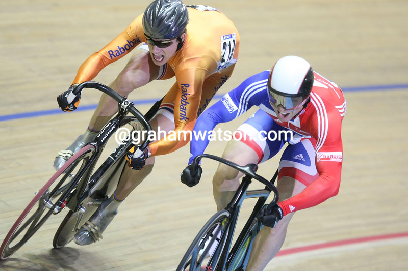 THEO BOS AND CHRIS HOY IN THE MENS SPRINT COMPETITION