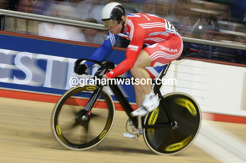 CHRIS HOY IN THE SPRINT COMPETITION