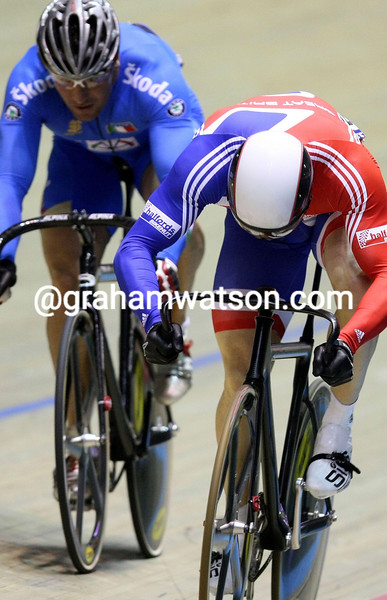 CHRIS HOY AND ROBERTO CHIAPPA IN THE SPRINT COMPETITION