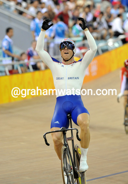 CHRIS HOY WINS THE KIERIN AT THE 2008 OLYMPIC GAMES