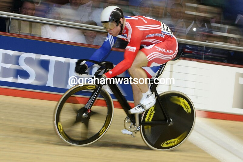 CHRIS HOY IN THE SPRINT COMPETITION AT THE 2008 WORLD TRACK CHAMPIONSHIPS
