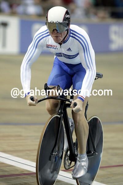 Chris Hoy wins the mens 1-kilometre IN THE 2006 WORLD TRACK CHAMPIONSHIP
