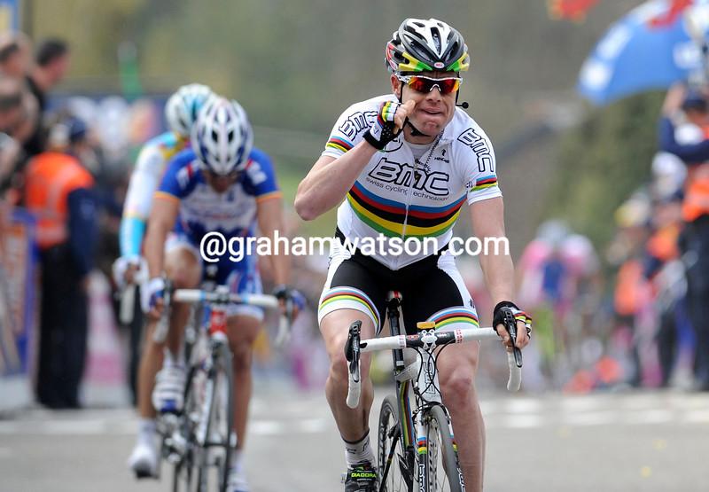 CADEL EVANS WINS THE 2010 FLECHE WALLONNE