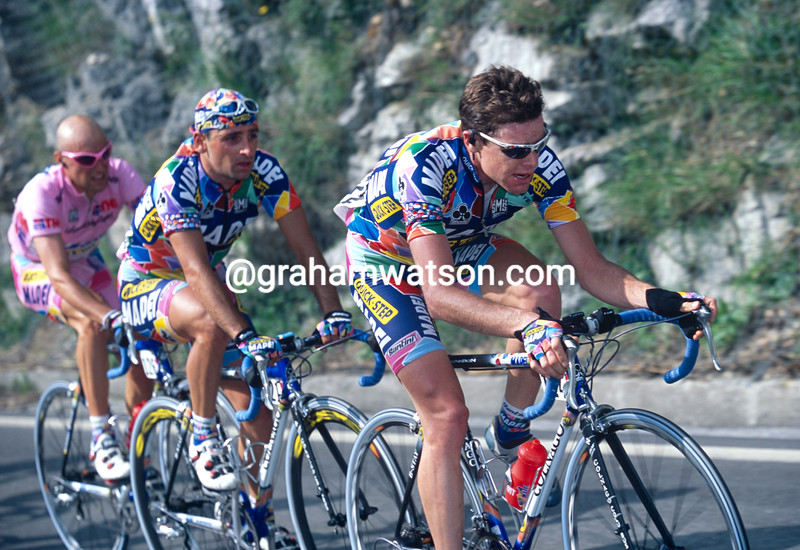 Cadel Evans paces Bettini and Garzelli in the 2002 Giro d'Italia