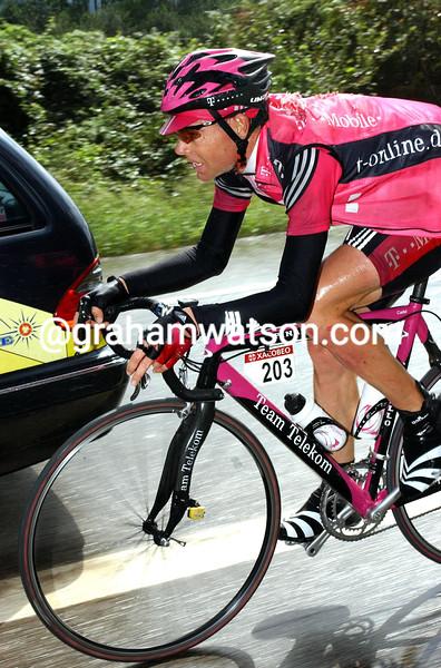 Cadel Evans in the 2003 Vuelta a España