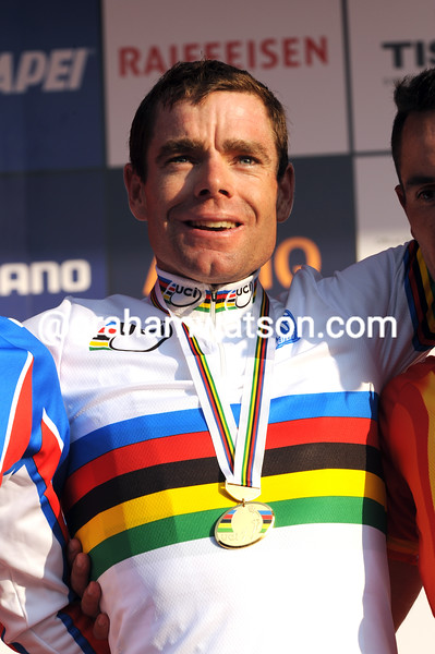 CADEL EVANS WINS THE 2009 WORLD ROAD CHAMPIONSHIPS