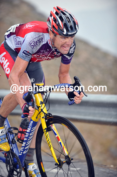 CADEL EVANS ATTACKS ON STAGE FOURTEEN OF THE 2009 TOUR OF SPAIN