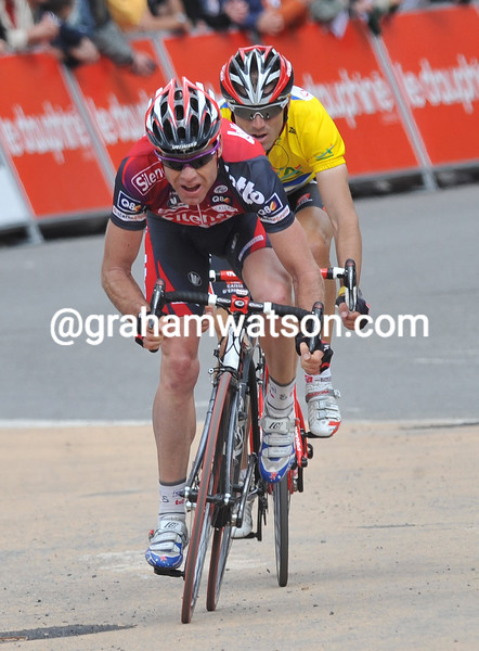 CADEL EVANS SPRINTS AGAINST VALVERDE ON STAGE FIVE OF THE 2008 DAUPHINE-LIBERE