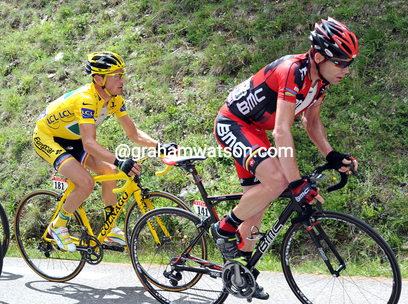 Cadel Evans leads Thomas Voeckler in the 2011 Tour de France