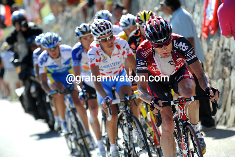 CADEL EVANS CHASES ON STAGE SEVENTEEN OF THE 2008 TOUR DE FRANCE