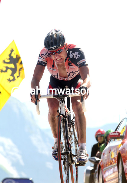 CADEL EVANS FINISHES ON STAGE SIXTEEN OF THE 2007 TOUR DE FRANCE