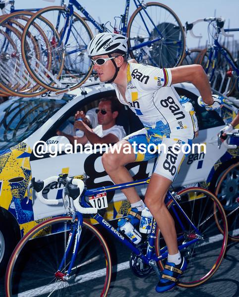 Chris Boardman fetches water bottles in the 1995 Tour de France