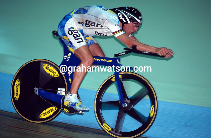 Chris Boardman in the Hour record attempt in 1996