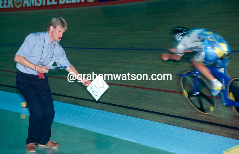 Peter Keen coaches Chris Boardman in the 1996 Hour Record attempt