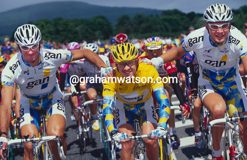 Chris Boardman with teamates Eros Poli and Magnus Backstedt in the 1998 Tour de France