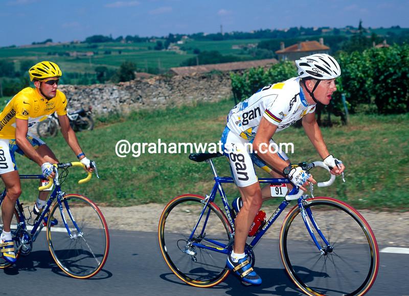 Chris Boardman leads Cedric Vasseur in the 1995 Tour de France