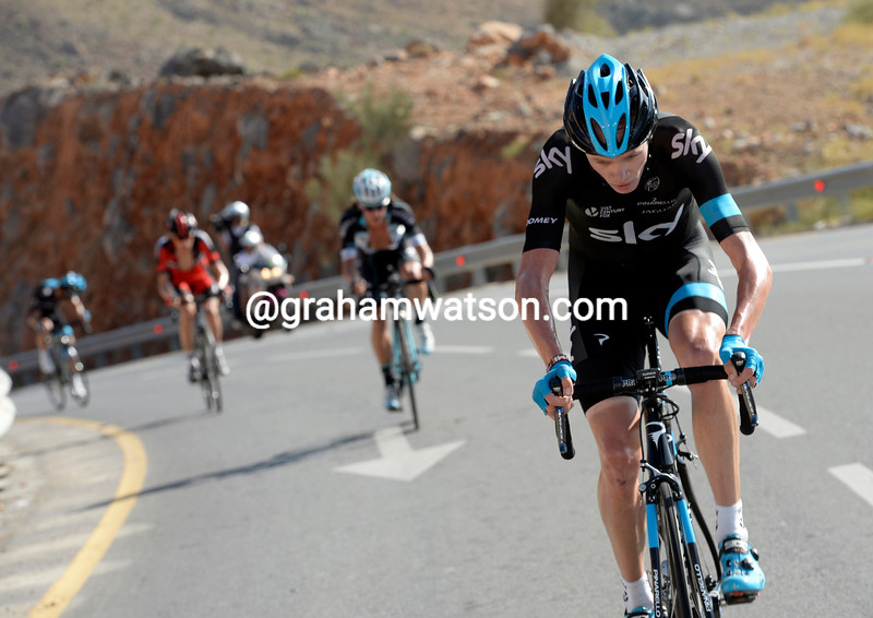 Froome counter-attacks, leaving everyone in his wake... (Tour of Oman, February 2014)