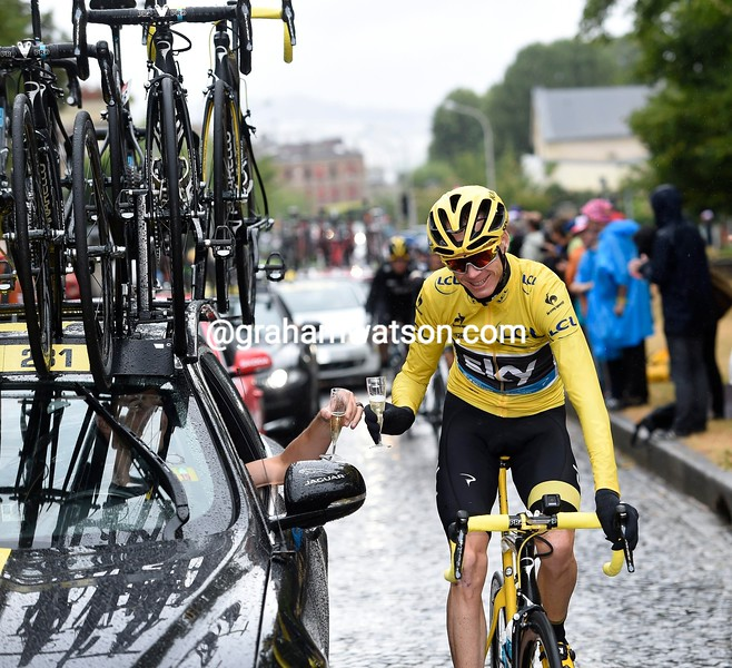 Froome-Champagne.jpg