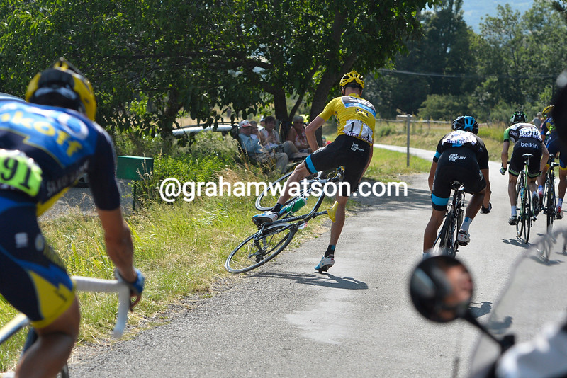 Chris Froome almost crashes on stage sixteen of the 2013 Tour de France