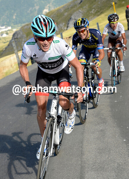 Horner is going for it will full gas - he'll drop the others and close in on an attacking Rodriguez...