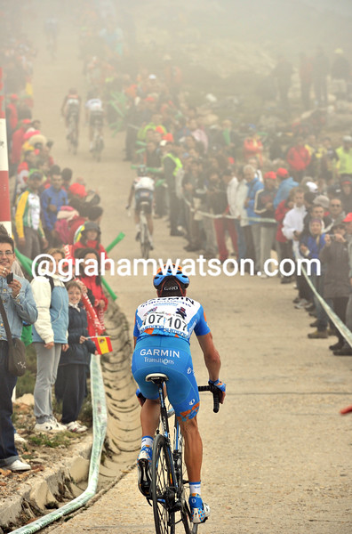 CHRISTIAN VANDE VELDE CLIMBS THE BOLA DEL MUNDO IN THE 2010 TOUR OF SPAIN
