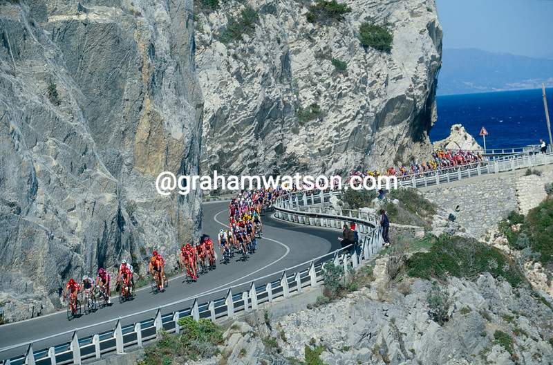 Cyclists in the 2000 Milan San Remo