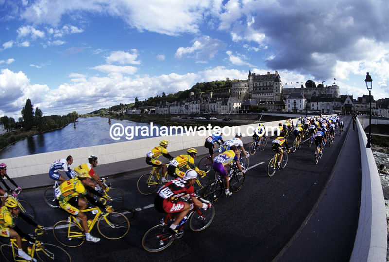 Cyclists in the 2001 Paris-Tours