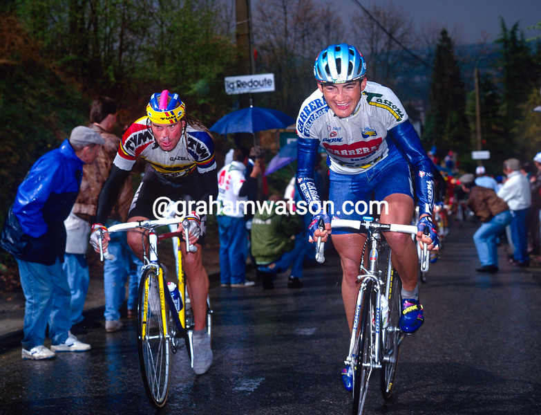Claudio Chiappucci leads Gert-Jan Theunissein the 1992 Fleche wallonne