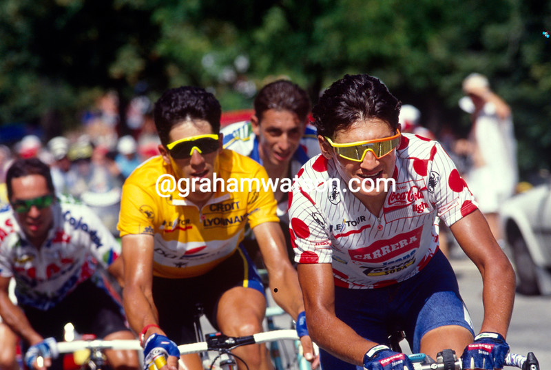 Claudio Chiappucci leads Miguel IUndurain in the 1992 Tour de France